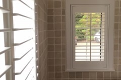 Bathroom-2-windows-Geo-260916